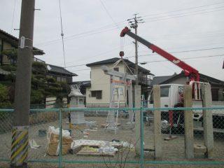 竜宮再建委員会、「竜宮さん」祠の前に鳥居を建立中!